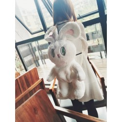 Sac à dos peluche lapin blanc porté sur le dos- lapinfoufou